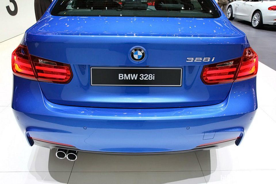 BMW Série 3 M Sport com pacote esportivo exibida no Salão de Genebra 2012