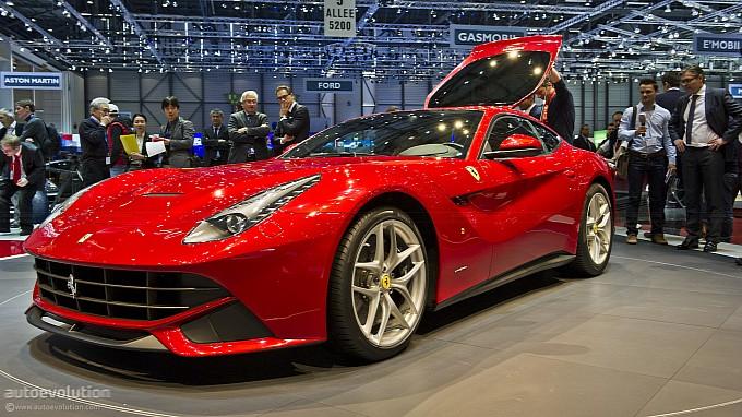 Ferrari Berlinetta  exposta no stand da marca no salão de genebra 2012 frente