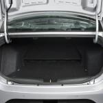 Fiat Grand Siena 2013 fotos oficiais modelo essence prata detalhes do porta malas