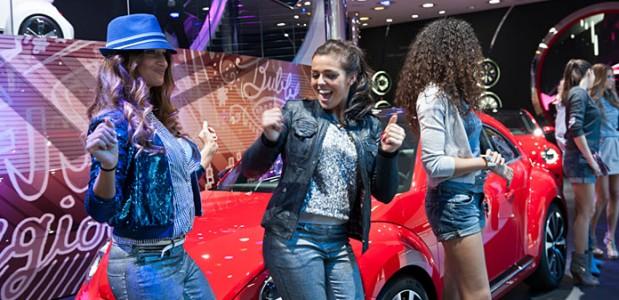 belas-modelos-salao-de-genebra-2012-carros-VW