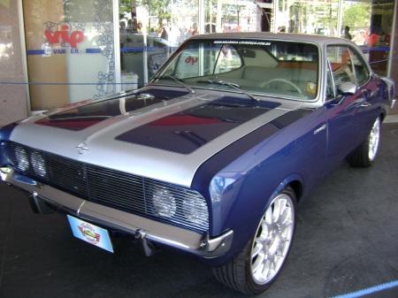primeiro modelo opala a chegar ao país customizado no encontro de carros antigos