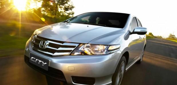 Novo Honda City 2013 visão frontal com pequenas mudanças na grade