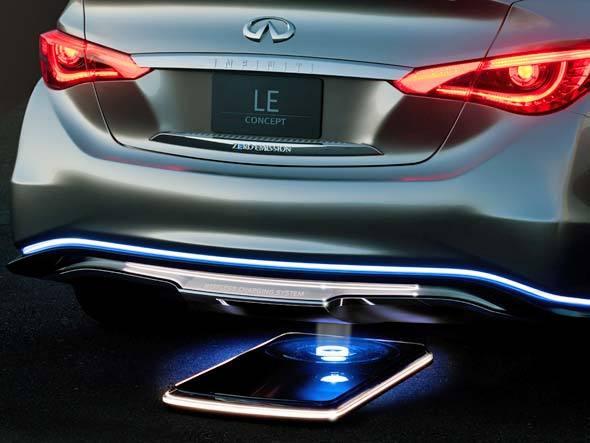 Infiniti LE concept elétrico sedã de luxo exposto no salão de nova york 2012 detalhes do sistema de recarga sem fio