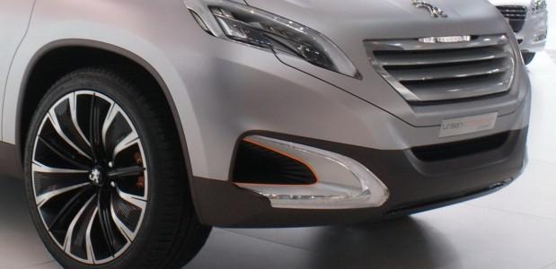 peugeot urban crossover conceito da marca é exibido no salão de pequim 2012 detalhe da frente 2
