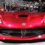 stand montadora Chrysler exibe as formas do novo Viper SRT no salao de nova york 2012 frente