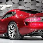 stand montadora Chrysler exibe as formas do novo Viper SRT no salao de nova york 2012 traseira