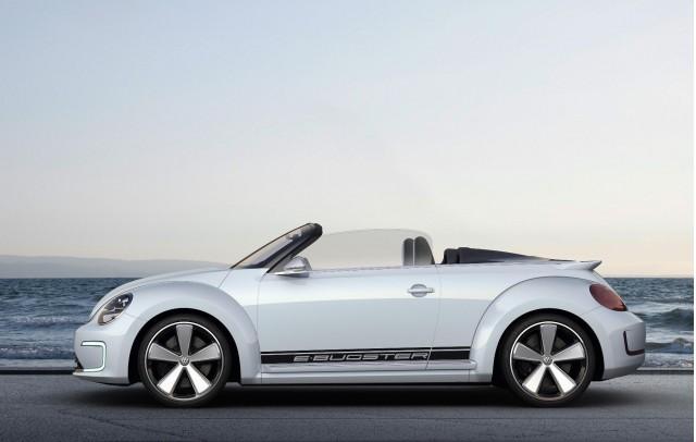 volkswagen e-bugster conceito elétrico conversível no stand da marca no salao de pequim 2012