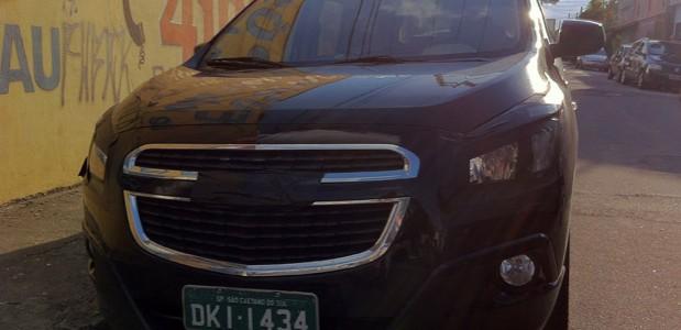 GM Spin Minivan de 7 lugares 2012 detalhes da frente a lá cobalt