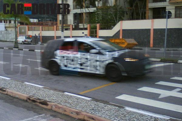 Novo Ford Focus SW 2013 que poderá ser visto no salão do automóvel de são paulo camuflado