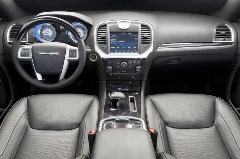Novo chrysler 300c 2012 V6 8 marchas começa a ser vendido no Brasil fotos do interior