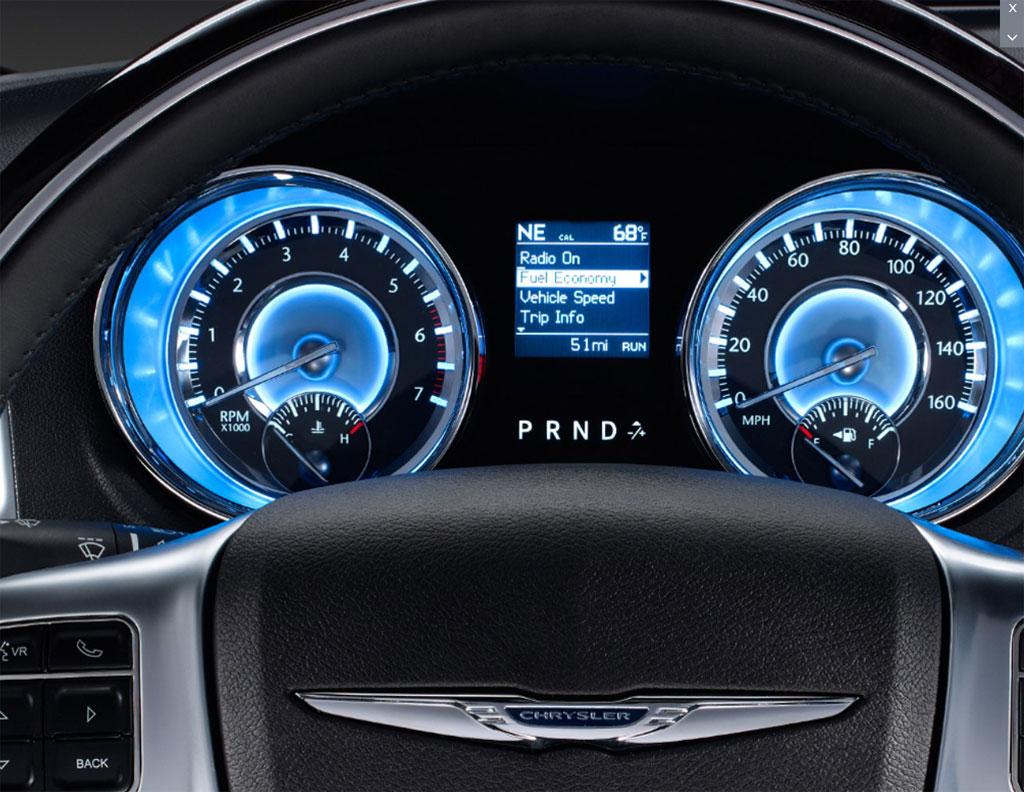 Novo chrysler 300c 2012 V6 8 marchas começa a ser vendido no Brasil foto do painel interior