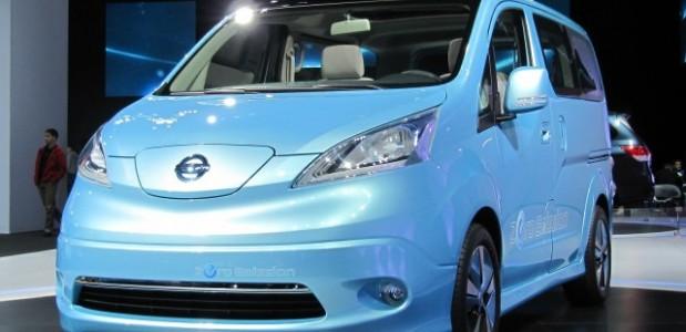 nissan-e-nv-200-minivan-eletrica-2012-que começa a ser produzida globalmente em barcelona