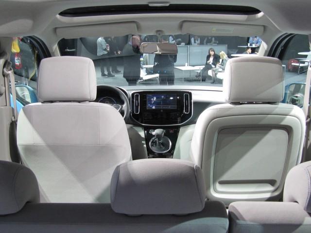 Nissan-e-nv-200-minivan-eletrica-2012-que começa a ser produzida globalmente pela marca
