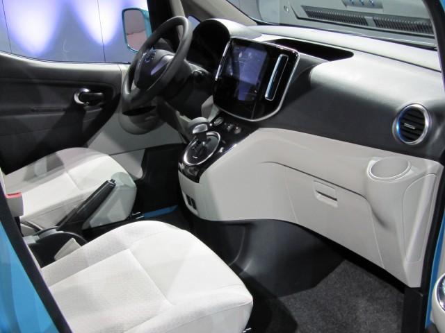 Nissan-e-nv-200-minivan-eletrica-2012-que começa a ser produzida globalmente em barcelona interior