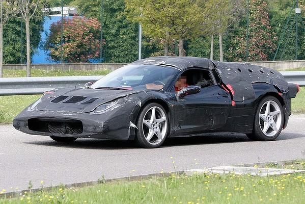 Nova Enzo F70 2013 hybrid sendo testada em Maranello