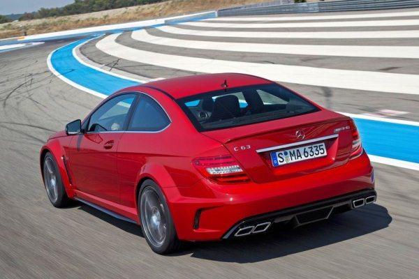 Mercedes-Benz C63 AMG Coupé Black Series C começa em mais de 300 mil reais detalhes da traseira