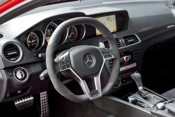 Mercedes-Benz C63 AMG Coupé Black Series C começa em mais de 300 mil reais detalhes do interior