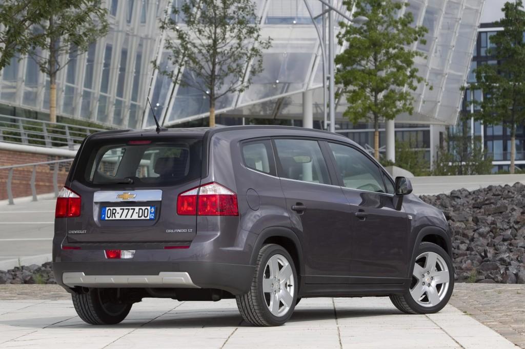 Minivan Orlando Chevrolet vendida em portugal 2012 detalhes da traseira