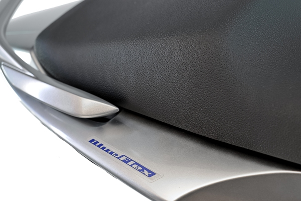 Yamaha YS 250 Blue Flex 2013 lançamento detalhes da traseira