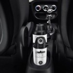 novo-fiat-500l-cinquecento-2013-lancado no salao-genebra-2012 com cafeteira Lavazza espresso experience