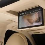 Lexus LS 460 2013 que estará no salão do automóvel de São Paulo detalhes do DVD de teto