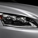 Lexus LS 460 2013 que estará no salão do automóvel de São Paulo detalhes do conjunto óptico frontal