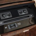 Lexus LS 460 2013 que estará no salão do automóvel de São Paulo detalhes dos comandos de som