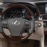 Lexus LS 460 2013 que estará no salão do automóvel de São Paulo interior 3