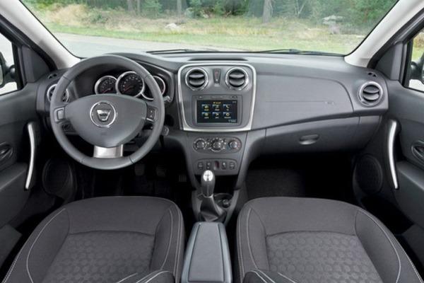 Renault 2013-Dacia-Sandero-interior salao de paris 2012