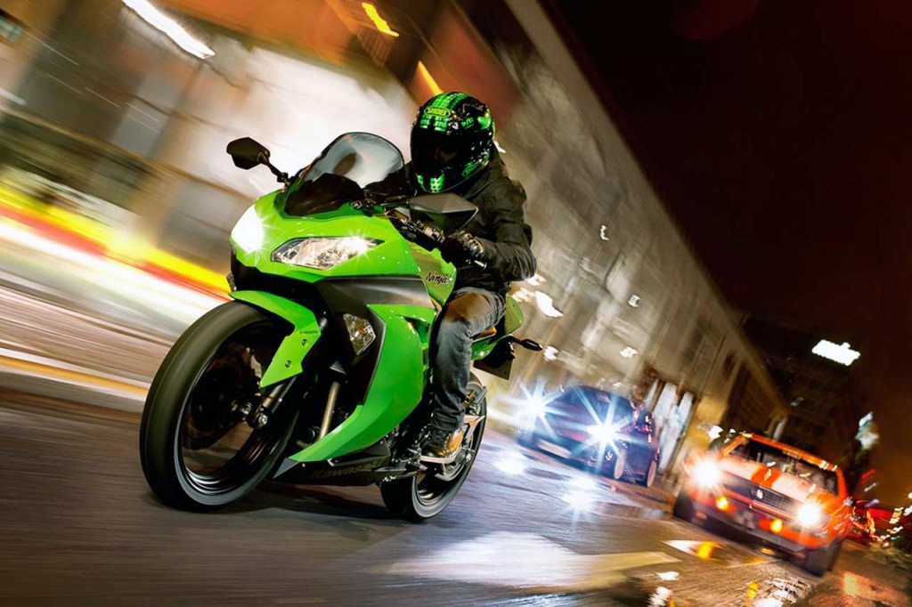 kawasaki-ninja-300-2013-a-partir-17990-visao-night-street