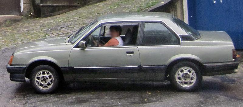 Monza primeira geração da década de 80,