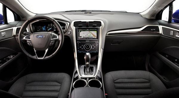 Interior do Ford Fusion Hybird lançado em agosto com preços reduzidos