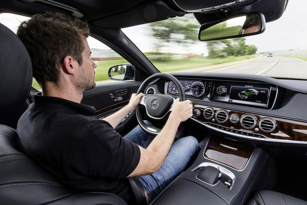 Mercedes S500 plug in híbrido que faz 100 km com 1 litro de combustível frankfurt 2013 foto interior