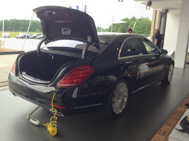 Mercedes S500 plug in híbrido que faz 100 km com 1 litro de combustível frankfurt 2013 foto traseira