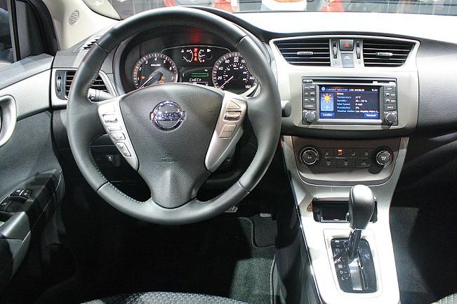Fotos do painel do Novo Sentra 2014 da Nissan