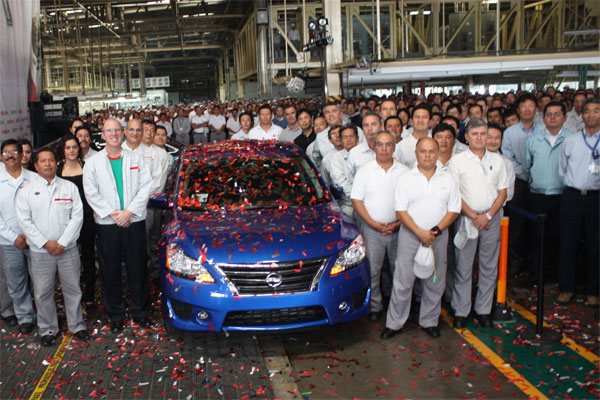 Imagens do primeiro Nissan Sentra modelo novo que tem sua produção vinda do  do México em foto de Setembro de 2012
